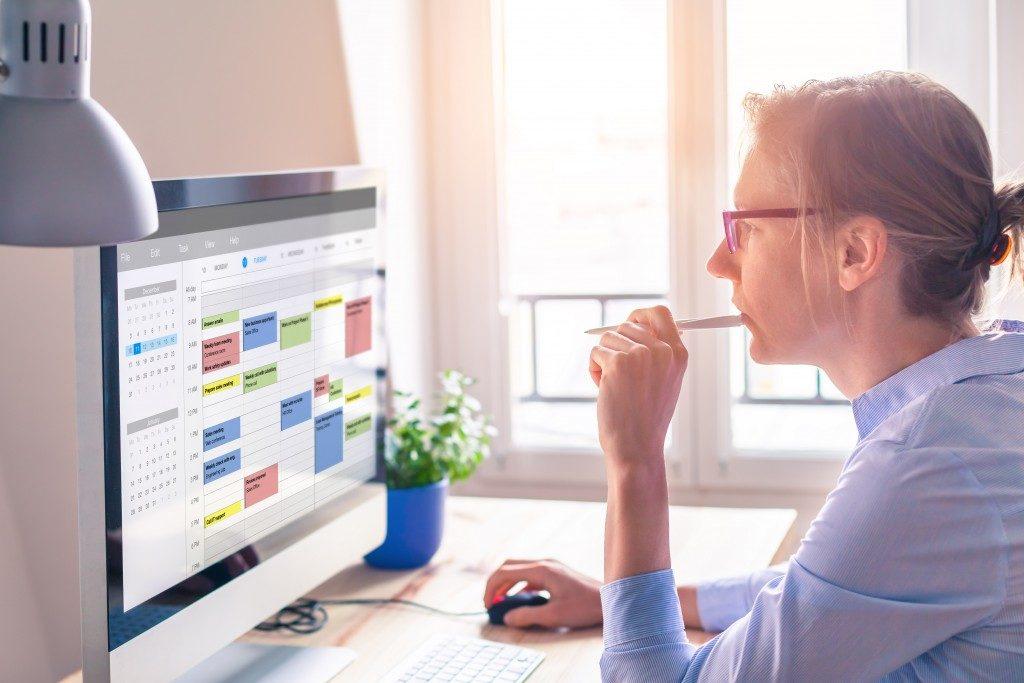 Employee looking at online schedule