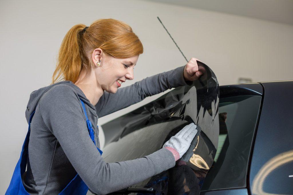 installing car window tint